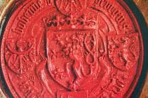"""Pečeť Vladislava II. Jagelonského. Právě král Vladislav II. Jagellonský, zvaný král """"Dobře"""" udělil Ústí novou znakovou listinu a právo užívat červený pečetní vosk."""