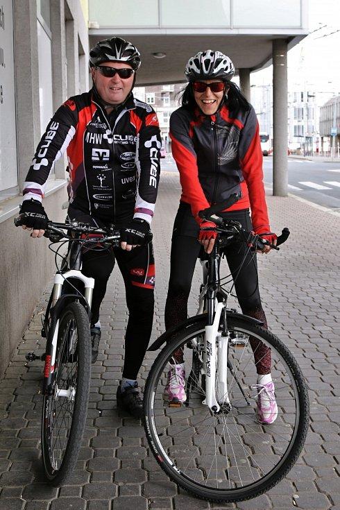 Cyklisté u cyklobusu v Ústí nad Labem