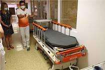 Krajská zdravotní nakoupila přístroje usnadňující léčbu malých pacientů v ústecké nemocnici.
