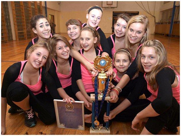 Na Mistrovství Evropy převzala taneční skupina Af- Rebel pohár za první místo v kategorii junior dance hip hop.