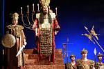 Barytonista Nikolaj Někrasov v opeře Nabucco.