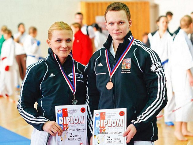 Závodníci Karate klubu Monika Smolařová a Jaroslav Hodina vybojovali na turnaji Národního poháru dvě medaile.