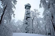 Letošní fotka Studence napovídá, že sněhu je tu požehnaně. Výlet sem ale stojí zato.