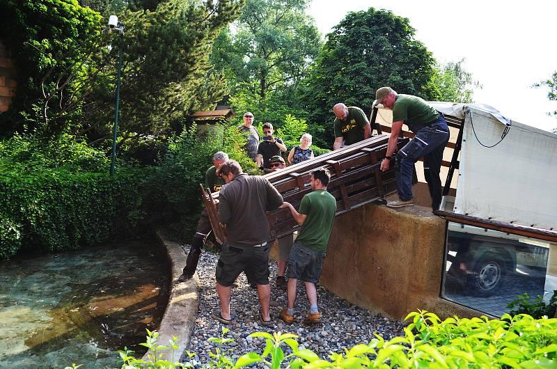 Aligátoři v ústecké zoologické zahradě Libor a Adéla jsou opět ve svém letním výběhu.