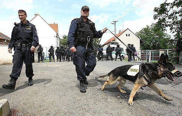 Ředhošť střežily desítky policistů.