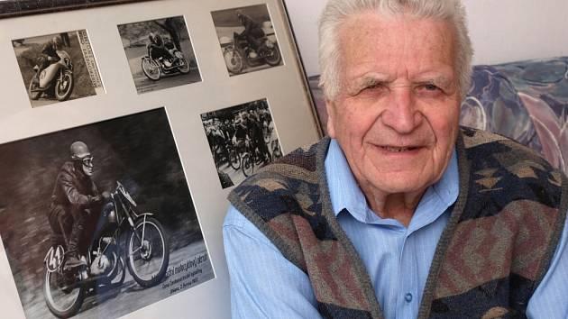 Václav Süssmilch se ještě dnes jezdí dívat na mostecký motodrom, na svoji vnučku, které po něm koluje v žilách závodnická krev a jezdí Ducati 848 o objemu 850 ccm.