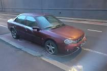 Polovrak auta v Tovární ulici.