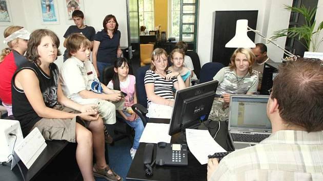 Děti z postoloprtské základní školy při exkurzi v redakci Ústeckého deníku