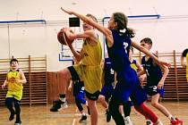Basketbalisté Slunety Ústí n. L. v kategorii U12 prohráli oba domácí zápasy s Děčínem.
