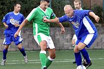 Fotbalisté Božtěšic (zelení) utrpěli v nejnižší soutěži další debakl, když podlehli Dubicím 0:7.