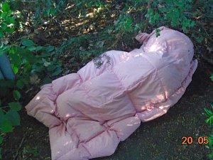 Bezdomovec z Děčína spal v křoví v areálu Vrchlického sadů