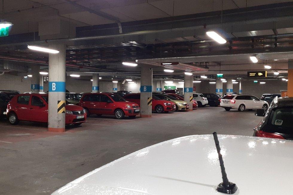 Dvaapadesát nehod za poslední dva roky musely řešit pojišťovny na parkovišti na teplickém náměstí Svobody a v nedalekých podzemních garážích nákupních center.