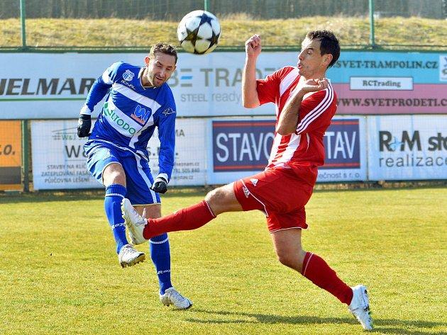Ústečtí fotbalisté (modří) prohráli v Třinci 0:1.