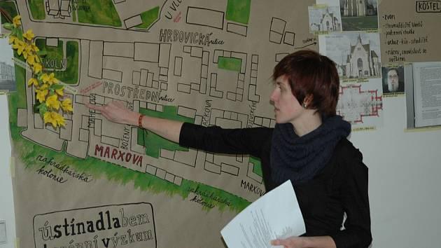 Studenti vytvořili ručně kreslenou mapu Předlic, o kterých si myslí, že jsou předlohou pro Stínadla.