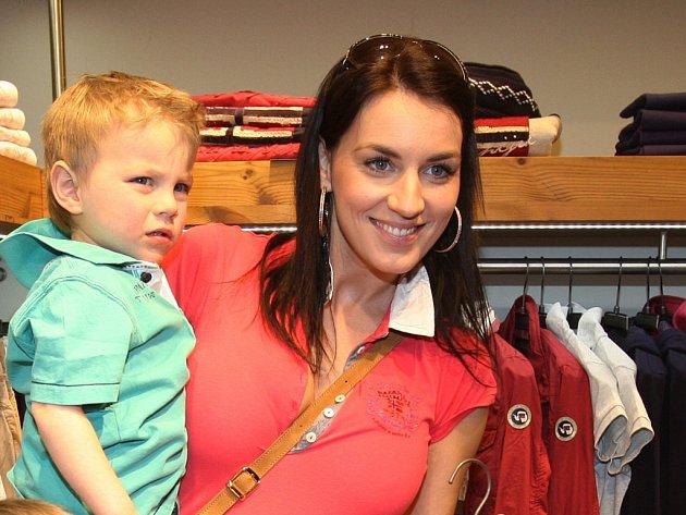 Miss 2005Lucie Králová s mladším synem Ríšou.