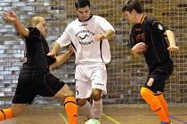 Futsalisty Combixu Ústí (tmavé dresy) čeká souboj o první příčku v tabulce divizní soutěže.