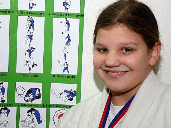 Dvanáctiletá Jana Menghinová vybojovala na Přeboru ČR vHranicích stříbrnou medaili ve své kategorii.