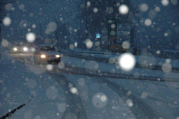 Řidiči projíždějí ústeckými silnicemi krokem.