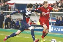 Největší hvězdou Francie bude devatenáctiletý záložník Paris Saint- Germain Adrien Rabiot (na snímku vlevo).