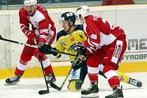 Ústečtí hokejisté (žlutí) doma porazili Slavii 3:1.