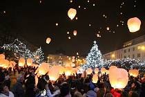 Vypouštění nebeských luceren v Ústí v roce 2017