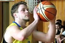 Basketbalisté Slunety USK (žlutí) doma podlehli Sokolu Kbely.
