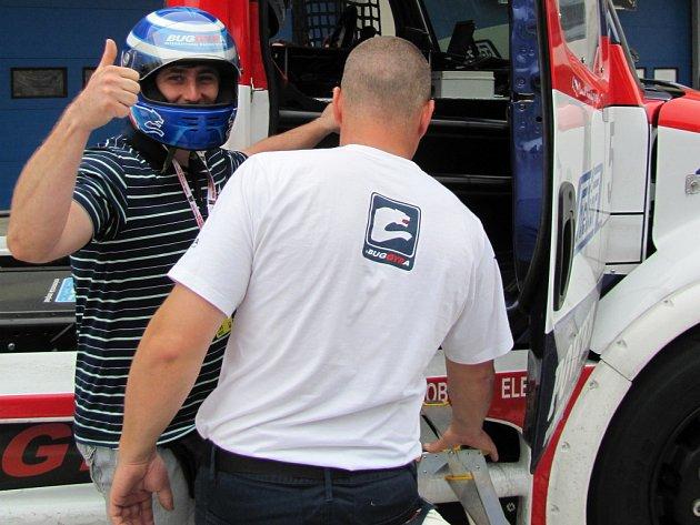 Šéfredaktor Vladimír Mayer se proháněl s dvojnásobným mistrem Evropy Davidem Vršeckým po závodišti v Istanbulu.