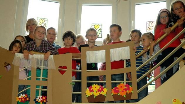 Jedna z budov Základní školy ve Velkém Březně má 72 nových oken.