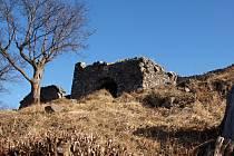 Zřícenina hradu Blansko se nalézá 7 km severovýchodně od Ústí.