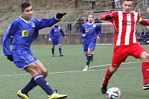 Fotbalisté Neštěmic (modří) doma porazili Štětí 2:1.