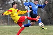 Fotbalisté Chuderova (vpravo Dvořák) bavili v 1.B třídě jako každý rok své příznivce ofenzivním fotbalem.