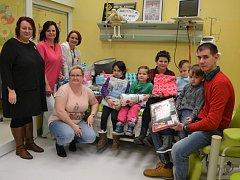 Dárky v hodnotě pět tisíc korun věnovala Pavlína Pittnerová Dětské klinice Masarykovy nemocnice v Ústí.