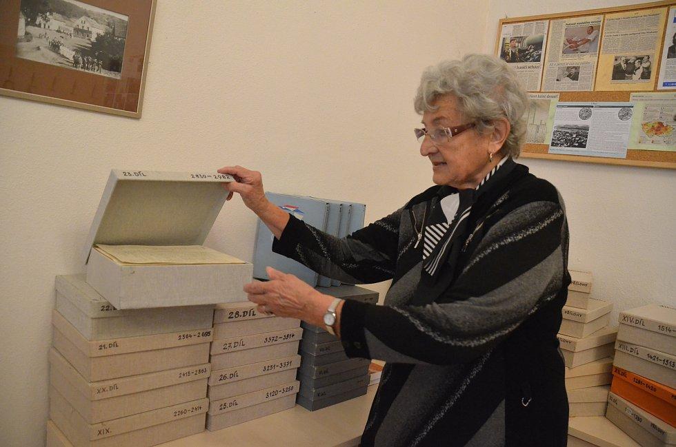 Anna Rauerová z Řehlovic nedaleko Ústí nad Labem píše kroniky obce po celý život. Snímky jsou z výstavy, která probíhala od 8. do 11. září 2017 v OÚ Řehlovice.