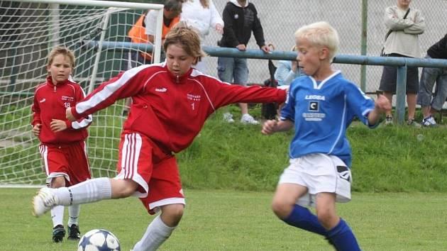 Mladí fotbalisté se na turnaji ve Velkém Březně nešetřili. Všichni dali do hry maximum.