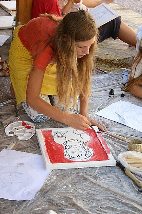 Letní dílna proběhla během prázdnin dvakrát. Jednou pro menší děti a podruhé pro starší školáky.