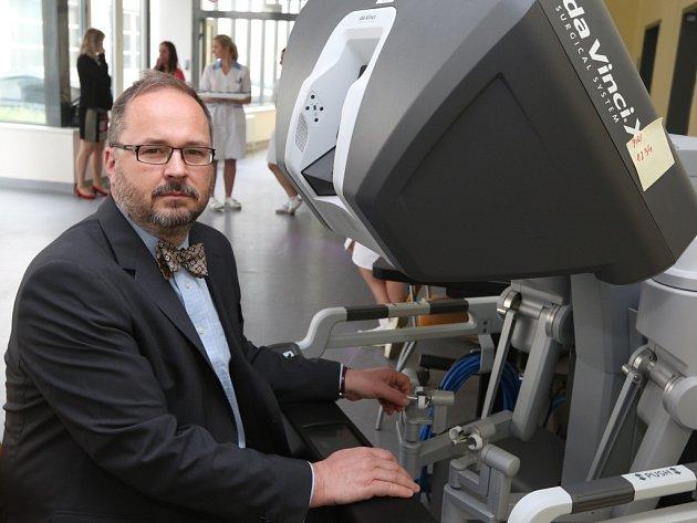 Nový robotický systém da Vinci Xi, umožňující další rozvoj roboticky asistované chirurgie, představili ve středu v Masarykově nemocnici v Ústí nad Labem.