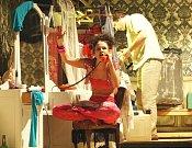 Činoherní studio hrálo Klub rváčů 10 let. Fotografie jsou ze zkoušky z roku 2008.