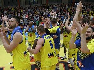Basketbalový zápas  Ústím nad Labem a Pardubice.