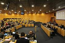 Poslední jednání zastupitelů Ústeckého kraje před říjnovými volbami. Pondělí 7. září