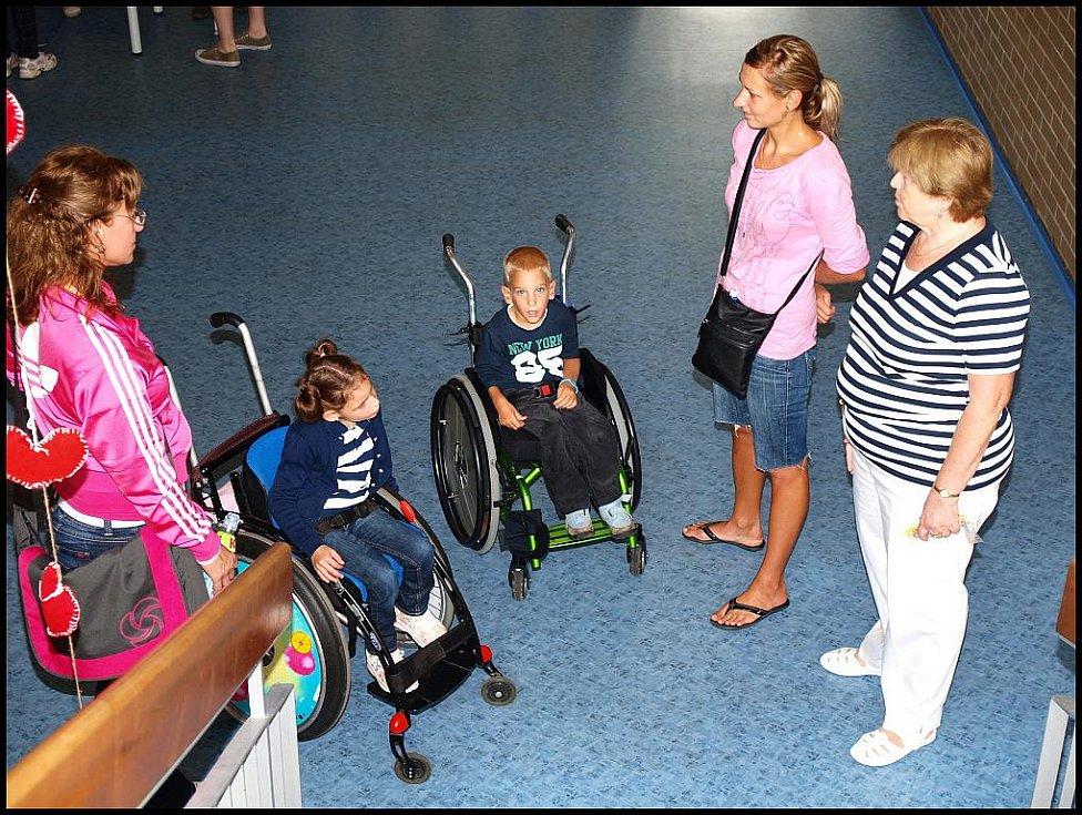 Zájemci mohli vyzkoušet, jaké účinky naskýtá zooterapie nebo třeba jaké to je orientovat se jen díky slepecké holi.