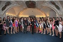 Společné foto s finalistkami soutěže Miss Princess.