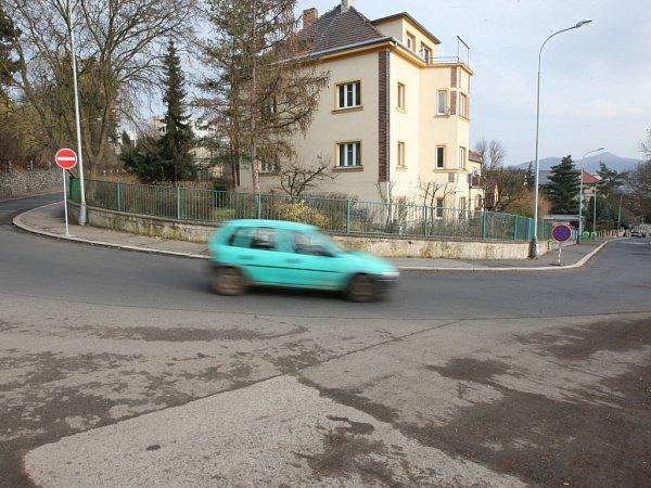 Někteří řidiči vKoněvově ulici pořádně přišlápnou plyn.