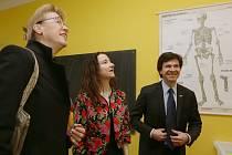 Velvyslanci USA Andrew Schapiro, Británie Jan Thompson a Norska Siri Ellen Slatner (zprava) navštívili Trmice.