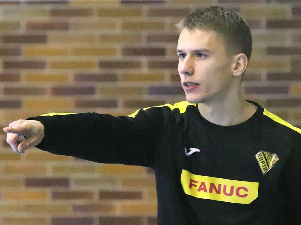 Junioři FC Ústí n/L (černé dresy) proti SK Olympik Mělník