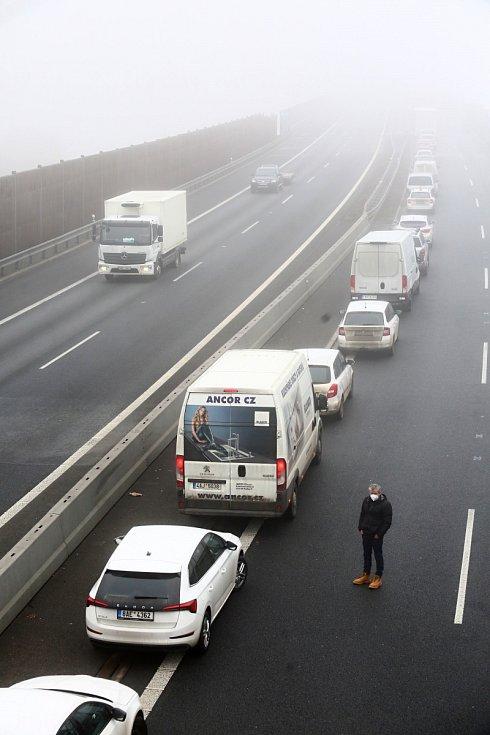 Tragická nehoda kamionů na dálnici D8 u Chotiměře. Úterý 2. března