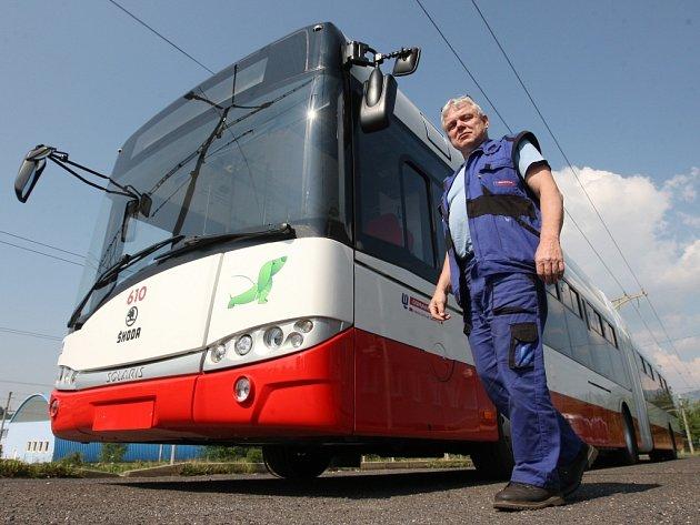 První ze speciálních nízkopodlažních trolejbusů.