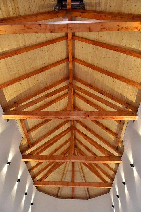 Nová střecha kaple v Krásném Březně
