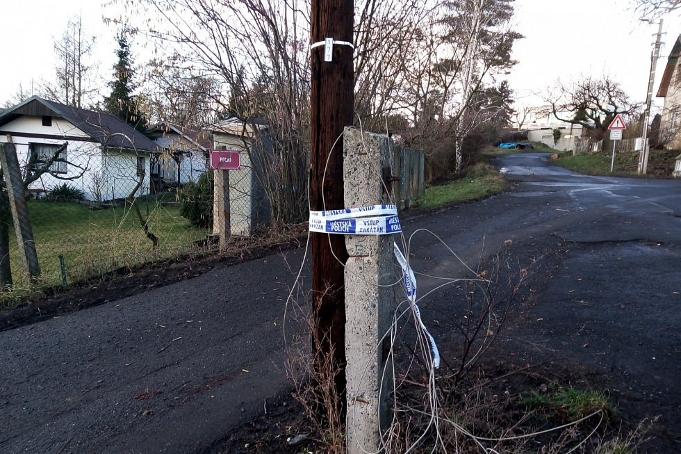 Ve Skoroticích náhlý poryv větru přetrhl kabel elektrického vedení
