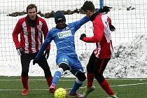 Fotbalisté Ústí (modří) si doma poradili s týmem Štěchovic vysoko 7:1.