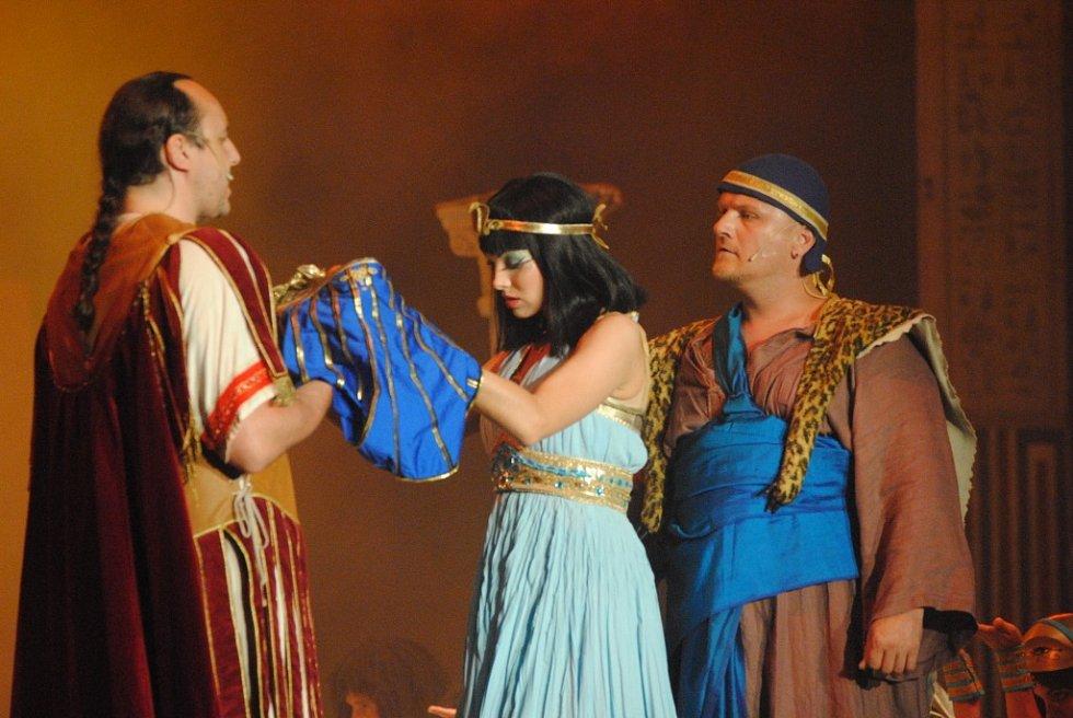 Poprvé žilo Letní kino v Ústí v pátek 21. června muzikálem Kleopatra pražského Divadla Broadway.